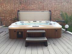 IMG_3342.jpg (1632×1224). Spa de la gamme J-300™ encastré dans terrasse en bois. Installation réalisée par Freedom Leisure, Royaume-Uni.