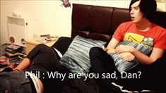 does anyone else notice that dan grabs both Phils knee and his upper thigh? <<<<----- phan right there <3 <3