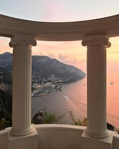 Capri, Italy Capri, Italy,Paysage (voyage) ✨SUPREMECURLZ✨✨ Related posts:Traveling or want travel inspo? - Beautiful Places You Should Visit in Italy - TravelThe Sanctuary. Places To Travel, Travel Destinations, Places To Visit, Beautiful World, Beautiful Places, Beautiful Pictures, Images Esthétiques, Travel Aesthetic, Sky Aesthetic