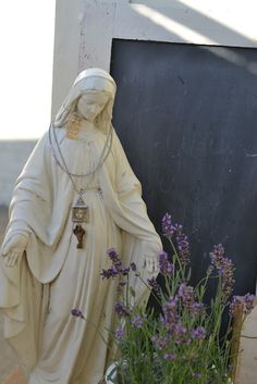 Love this statue of the beautiful blessed Mother...