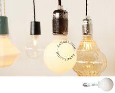 Halogen light bulb | www.zangra.com