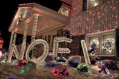 Outdoor Christmas Light Show Ideas :) Best Christmas Light Displays, Christmas Light Show, Christmas House Lights, Christmas Yard Decorations, Beautiful Christmas Decorations, Xmas Lights, Decorating With Christmas Lights, Magical Christmas, Noel Christmas