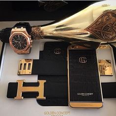 #BlackandGold @hermesofficial #BELT @gucci iPhone Case @audemars Gold #WATCH