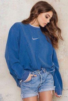 Wheretoget - Blue Nike sweatshirt, blue denim shorts