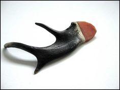 Gemma Draper. shadowy joints, brooch; horn, quartzite, graphite, sterling silver, steel; 2007   (Cranbrook Academy)