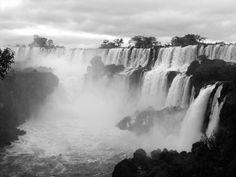 Novo post no blog! Amamos fotografia e hoje publicamos um lindo álbum com imagens da nossa viagem de Foz do Iguaçu. Aqui as Cataratas do Iguaçu vistas do lado argentino. ---------- New blog post! We love photography and today we publish a beautiful album with images of our trip from Foz do Iguaçu. Here the Iguazu Falls seen from the Argentine side. ---------- #brasil #fozdoiguaçu #cataratas #waterfall #igtravel #instatravel #photooftheday #picoftheday #traveladdict #travelblog #travelgram…
