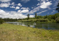 The Deschutes River between Dillon and Benham Falls is perfect for a three-mile SUP Tour #howtobend