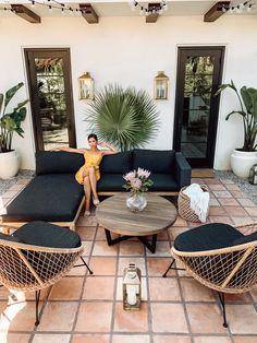 Diy Garden Furniture, Outdoor Furniture Sets, Designer Outdoor Furniture, Out Door Furniture, Outdoor Furniture Inspiration, Sectional Patio Furniture, Furniture Ideas, Casa Top, Backyard Patio Designs