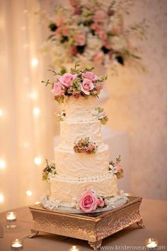 butter cream frosting on wedding cake