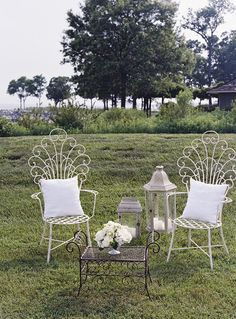 shabby chic lounge decor.  I love this!  I want to sit in my backyard sipping a glass of sweet tea, watching my kids play!