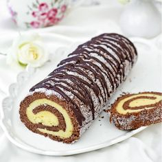 Drömrulltårta med choklad Cake Recipes, Dessert Recipes, Sandwich Cake, Homemade Pancakes, Swedish Recipes, Sweet Pastries, Food Cakes, Cakes And More, No Bake Desserts