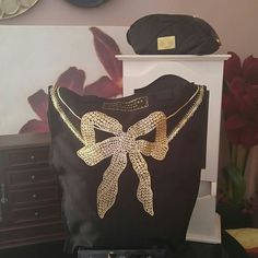 NEW Marc Jacobs Fragrances Bow Canvas TOTE!! NEW Marc Jacobs Fragrances Black & Gold Bow Canvas Tote Bag!! Firm Marc Jacobs Bags Totes