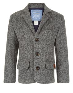 Mixing smart with casual, our Noah grey knitted blazer for boys is designed with notch lapels, pocket details and oversized tortoiseshell-effect buttons.