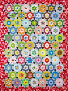 My Pandemic Quilt - Grandmother's Flower Garden Quilt © Red Pepper Quilts 2020 Quilting Tips, Machine Quilting, Quilting Projects, Hexagon Quilt, Hexagons, Hexagon Patchwork, International Quilt Festival, Traditional Quilts, English Paper Piecing