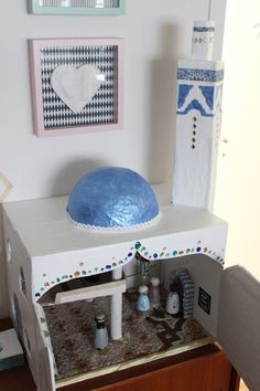 Ramadan crafts with kids – DIY papier maché Mosque! This is a fantastic idea! Eid Crafts, Ramadan Crafts, Ramadan Decorations, Eid Moubarak, Fest Des Fastenbrechens, Decoraciones Ramadan, Diy For Kids, Crafts For Kids, Islamic Celebrations