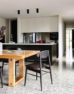 60 Ideas For Kitchen Black Floor Polished Concrete Kitchen Interior, Concrete Kitchen, Black Kitchens, Kitchen Flooring, Terrazzo Flooring, New Kitchen, Home Kitchens, Concrete Kitchen Floor, Kitchen Design