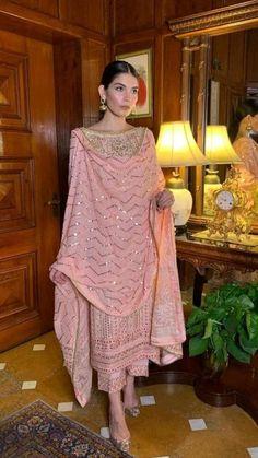 Casual Indian Fashion, Indian Fashion Trends, Indian Fashion Dresses, Ethnic Fashion, Fashion Outfits, Indian Fancy Dress, Dress Indian Style, Simple Kurti Designs, Kurta Designs Women
