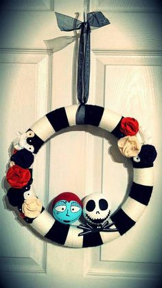 Nightmare Before Christmas Wreath with Jack & Sally  www.facebook.com/AYarnWrappedLife