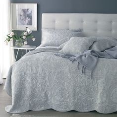 Crafted from pure cotton, this quilt is perfect for ensuring guests stay snuggly warm when they visit. Product: Quilt