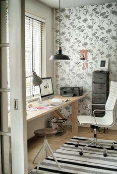KARWEI   Fleur de werkkamer op met behang met een botanische print. #binnenkijker #ideevankarwei #karwei