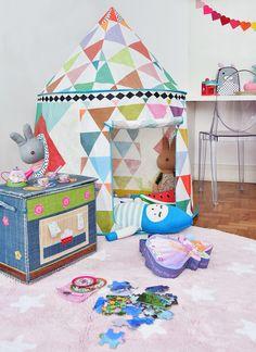 @amomooui em quartinho @mimootoysndolls. Quarto projetado para 2 irmãs, apostando nas cores pink e verde água. Cabana, brinquedos e outros itens decorativos da @mimootoysndolls. A MOOUI deu o toque final ao ambiente com lençóis TRI ROSA e TRI BRANCO, fronhas, almofadas e com o VARAL DE CORAÇÕES na escrivaninha. Produção @mixconteudo #candycolors #decoration #girlsroom #quartodemenina #home #quartodebebe #modern #beautiful #pink #archilovers #bedroom #decor #details #inspiration #interio...