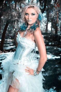 Ice Queen by jetskierworld.deviantart.com Ice Princess Costume, Ice Queen Costume, Cool Costumes, Halloween Costumes, Halloween Ideas, Costume Ideas, Happy Halloween, Fire Costume, Snow Outfit