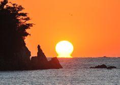 「幸福のだるま夕日」見えた 高知の宿毛湾