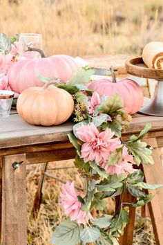 Pumpkins tend to be wonderful circular, brilliant fruit, and in autumn they must not be missing especially on Halloween. Otoño Baby Shower, Shower Bebe, Floral Baby Shower, Girl Shower, Baby Shower Fall Theme, Pink Pumpkins, Fall Pumpkins, Fabric Pumpkins, Oktober Baby