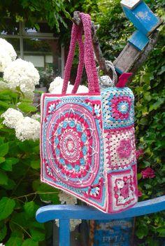 Tas gehaakt van verschillende granny's Sophie's Garden