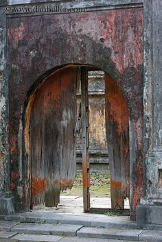 (c) Dan Heller--Broken Wood Door Arch, Citatedl, Hue