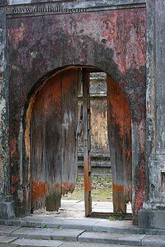(c) Dan Heller--Broken Wood Door Arch, Citatedl, Hue