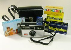 vintage Kodak Instamatic 124 camera kit with carry case and flash cubes - 1960s-1970s - 24.00