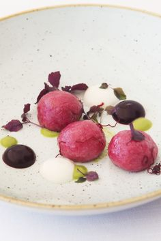 This stunning gnocchi recipe from Teresa Buongiorno sees the humble gnocchi transformed with the addition of beetroot purée and a delicious basil pesto. Vegetarian Starters, Vegan Starters, Vegan Plate, A Food, Food And Drink, Italian Chef, Gnocchi Recipes, Basil Pesto, Gnocchi