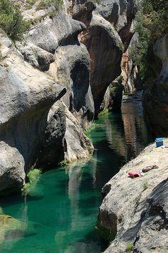 Pozas naturales en el curso del Júcar en la zona del Ventano del Diablo. Se accede desde Villalba de la sierra (Cuenca).