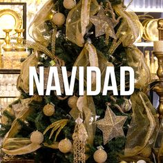 Renová la ilusión con toda la variedad en decoración navideña 🎄 Conocé todos los estilos que tenemos para decorar tu arbol en Falabella y Falabella.com Christmas Wreaths, Christmas Bulbs, Holiday Decor, Home Decor, Illusions, The Creation, Christmas Swags, Christmas Light Bulbs, Homemade Home Decor