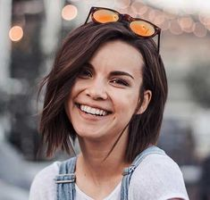 2018 Short Haircuts for Round Faces Here we have gathered Best Short Haircuts for Round Faces that will inspire you from the first look. Exploring our list you can't deny… - Station Of Colored Hairs Short Haircut For Round Faces, Round Face Haircuts, Best Short Haircuts, Hairstyles For Round Faces, Hairstyles With Bangs, Cool Hairstyles, Hairstyles 2018, Popular Haircuts, Pixie Haircuts