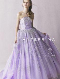 アクア・グラツィエがセレクトした、ANTEPRIMA(アンテプリマ)のウェディングドレス、ANT0108をご紹介いたします。