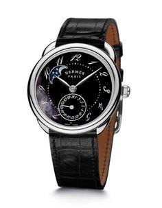 La montre Hermès Arceau Petite Lune en nacre noire http://www.vogue.fr/joaillerie/le-bijou-du-jour/diaporama/montre-hermes-arceau-petite-lune-nacre-noire/11920