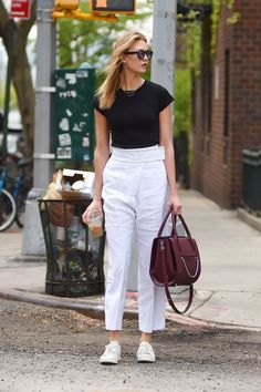 High-Waisted Honey Take note from Karlie Kloss and opt for a pair of high-waisted cropped pants that fall just above your ankle with a pair of simple lace-ups.