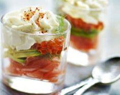 Verrines de saumon frais, avocat et chantilly - Une recette CuisineAZ