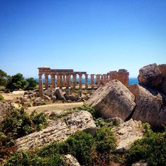 A ruin but what a ruin! #selinunte #greektemples #sicily #ahacourses