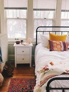 homedecor design There are a fantastic many methods to decorate your modern bedroom and a number of the best ones are given below. Possessing a little bedroom includes. My New Room, My Room, Dorm Room, Stylish Bedroom, Modern Bedroom, Contemporary Bedroom, Simple Bedrooms, Bedroom Rustic, Home Bedroom