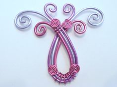 Pendant in wire wrapped aluminium pink, lavender and purple. (wire wrapping aluminum)