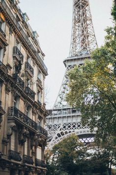 These are my favorite new black and white iPhone wallpaper backgrounds! These vintage wallpaper backgrounds are the perfect size for iPhone and are especially darling in black and white wallpaper style Black And White Wallpaper Iphone, White Iphone, Photoshop, Wallpaper Backgrounds, Iphone Wallpaper, Wallpapers, Hollywood Songs, 4 Days In Paris, Outdoor
