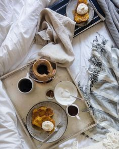 The only thing that could make pumpkin French toast even better? Eating it in bed. Check the UO Blog for a full recipe from @tworedbowls! #UOHome #urbanoutfitters