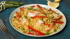 Simple and flavorful, this Lemon Garden dish with be a new family favorite! Melt Spread in large nonstick skillet over medium-high heat and cook shrimp, stirring frequently, until shrimp turn pink, about 3 minutes. Remove shrimp and set aside. Prepare Knorr® Rice Sides™ - Chicken flavor in same skillet, according to package directions, stirring in haricots verts and bell pepper during the last 5 minutes of cook time. Stir in shrimp and lemon juice.