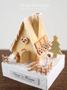 nunu's house @miniature_MH  11月22日 ヘクセンハウスって何処から食べるのかな? それこそ進撃の巨人になっちゃうね!