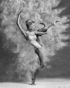 Mehlstaub, der Glanz verleiht: Tanzportäts von Alexander Yakovlev | KlonBlog