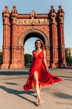 The things to do in Barcelona are seemingle endless. The city has so many attractions that it might be hard deciding what to do. Barcelona Tours, Barcelona Travel Guide, Visit Barcelona, Gothic Cathedral, Top Restaurants, Instagram Worthy, Beautiful Places To Visit, Things To Do, Fill
