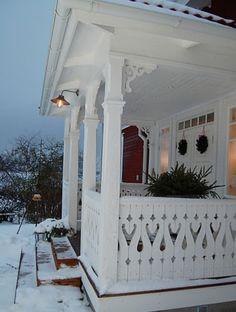 old back porch - Swedish Decor Swedish Cottage, Swedish Decor, Swedish Style, Swedish House, Swedish Design, Scandinavian Design, Scandinavian House, Vibeke Design, D House